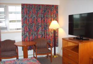 A television and/or entertainment center at Town and Mountain Hotel