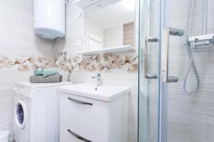 A bathroom at Apartments Lidija - see view with private hot tub and split level apartment with garden