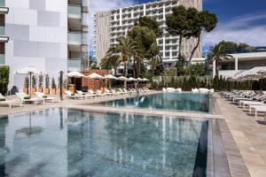 The swimming pool at or near Meliá South Beach