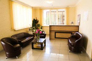 The lobby or reception area at SeAr