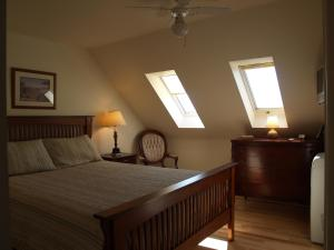 A bed or beds in a room at Bakers Chest B&B