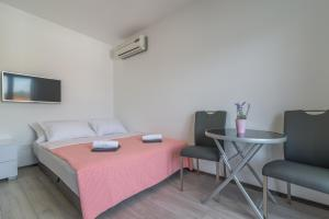 A bed or beds in a room at VILA KIKA