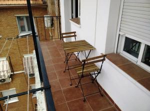 A balcony or terrace at Climatizado, sencillo y con WIFI