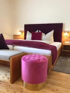 A bed or beds in a room at Hotel Garni Landhaus Florian