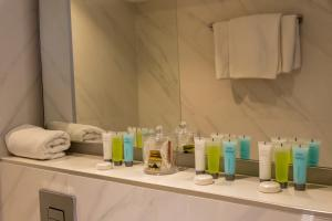 A bathroom at Pefkos City Hotel