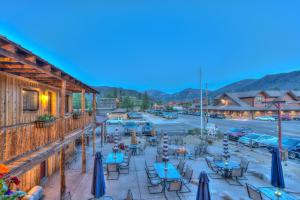 A view of the pool at Grand View Mountain Lodge or nearby