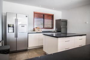 A cozinha ou cozinha compacta de Boca Gentil villa C3 - Jan Thiel
