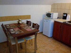 A kitchen or kitchenette at Geto Apartment