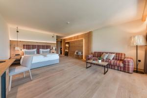 Ein Sitzbereich in der Unterkunft Hotel Kassian