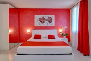 Een bed of bedden in een kamer bij La Luce di Sirmione