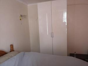 A bed or beds in a room at Lovely Double Bedroom @Edmonton