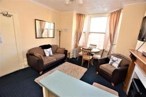 A seating area at Bridle Lodge Apartments
