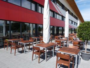 Ein Restaurant oder anderes Speiselokal in der Unterkunft Hotel Tissot Velodrome