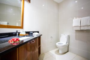 A bathroom at Lomani Island Resort – Adults Only