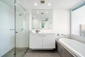 A bathroom at ULTIQA Freshwater Point Resort
