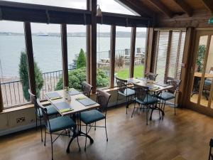 A restaurant or other place to eat at Ferry House Inn