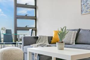 A seating area at Modern Apt near ANZ Free WIFI/Netflix/Parking/Wine