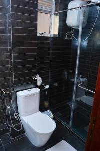 Ванная комната в Unique Towers Luxury Boutique Suites