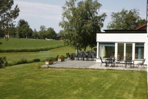 En hage utenfor Rødde sommerhotell