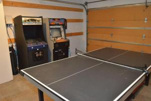 Ping-pong facilities at 1 Lassen Lane or nearby