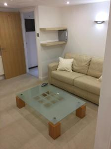 A seating area at Earle House Serviced Apartments