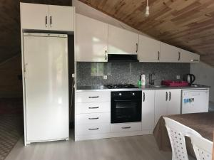 A kitchen or kitchenette at Yildiz Pension Bungalows
