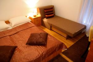 A bed or beds in a room at Guesthouse Liska