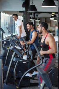 Gimnasio o instalaciones de fitness de Almar Resort Luxury LGBT Beach Front Experience
