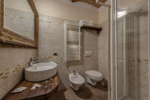 A bathroom at Villa Del Sole