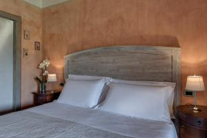 A bed or beds in a room at Villa Del Sole