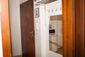 A bathroom at Gladstone Apartments