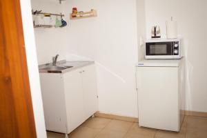 A kitchen or kitchenette at Gladstone Apartments