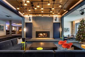 The lobby or reception area at Limelight Hotel Snowmass