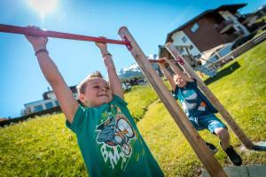 Kinder, die in der Unterkunft B&B AZapartments Lunic übernachten