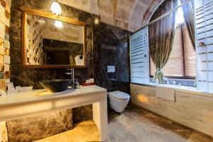 A bathroom at Gamirasu Cave Hotel