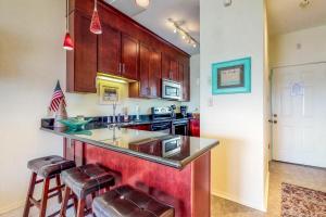 A kitchen or kitchenette at Baywatch