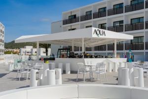Un restaurante o sitio para comer en Hotel Playasol Mare Nostrum