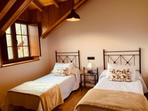A bed or beds in a room at Casa Lixa Hotel Rural