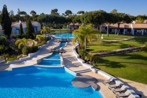 Вид на бассейн в Pestana Vila Sol Golf & Resort Hotel или окрестностях