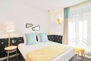 Кровать или кровати в номере Hôtel Augustin - Astotel
