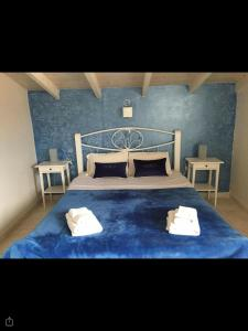 A bed or beds in a room at Studios Meliton