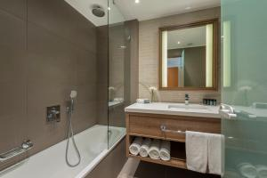 A bathroom at Queen of Sheba Eilat