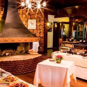 Um restaurante ou outro lugar para comer em Hotel Fazenda Floresta Negra