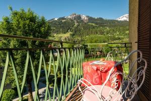 A balcony or terrace at Hotel Alpenhof
