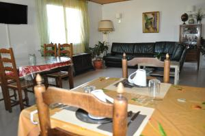 A restaurant or other place to eat at Bed & Breakfast Domaine De Bayanne