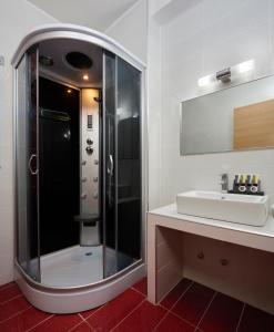 A bathroom at Altamar Hotel