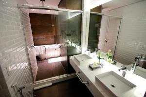 A bathroom at Hotel Cercano
