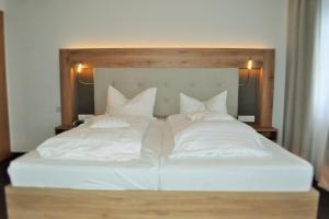 Ein Bett oder Betten in einem Zimmer der Unterkunft Hotel Restaurant Große Teichsmühle