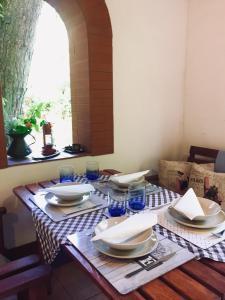 Restauracja lub miejsce do jedzenia w obiekcie Dom letniskowy w Borach Tucholskich