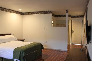 A bed or beds in a room at Menifee Inn